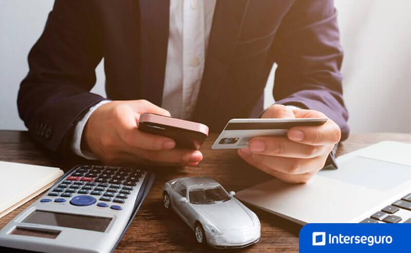 Recomendaciones al comprar una póliza de seguro vehicular